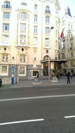 Lapepa Chic Bed & Breakfast: Напротив данного входа в отель Palace