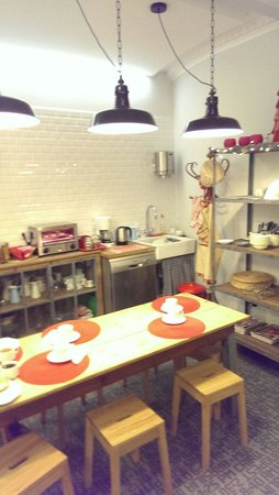 Lapepa Chic Bed & Breakfast: Вот так выглядит зона приема пищи и завтраков