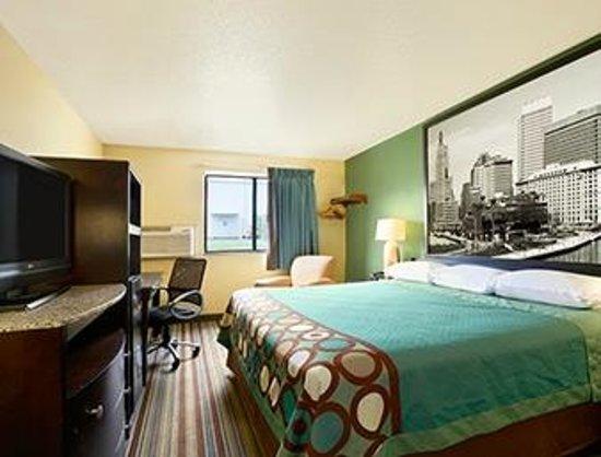 Super 8 Huntsville: Room.