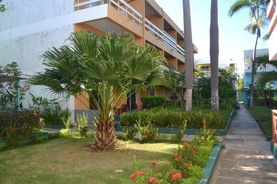 Negril Beach Club: grounds