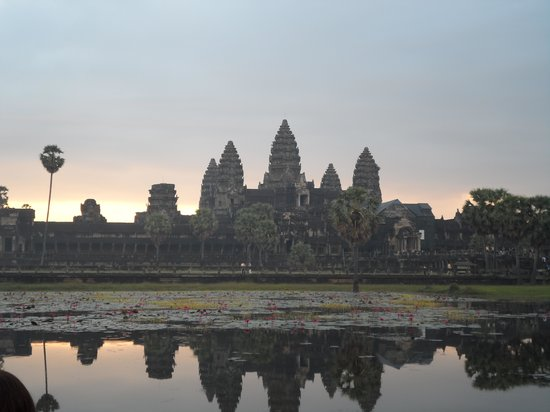 Active Travel Indochina day tours : Angkor Wat