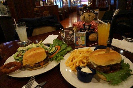 "Hard Rock Cafe: Statt ""medium rare"", kamen die Burger ""well done"""