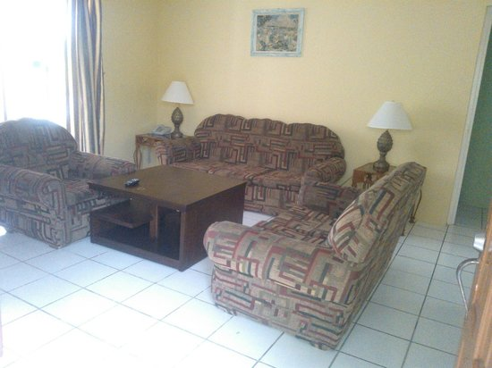 Negril Beach Club: living room