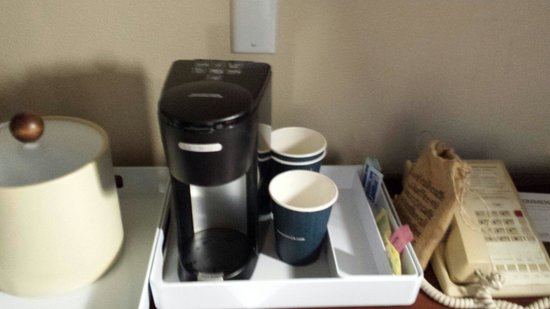 Four Points by Sheraton Orlando International Drive: Coffee maker in room