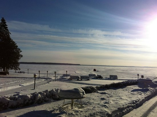 Grand View Lodge: Gull Lake - access from the main lodge