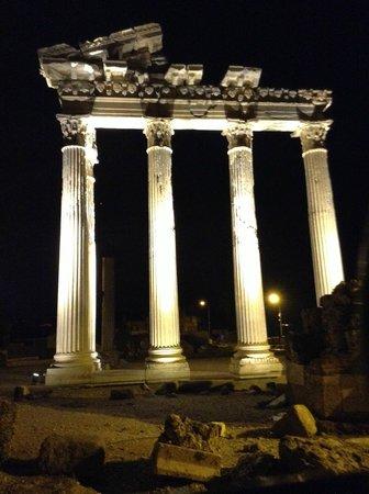 Greek Amphitheater: Apollo's Temple (in the rain)