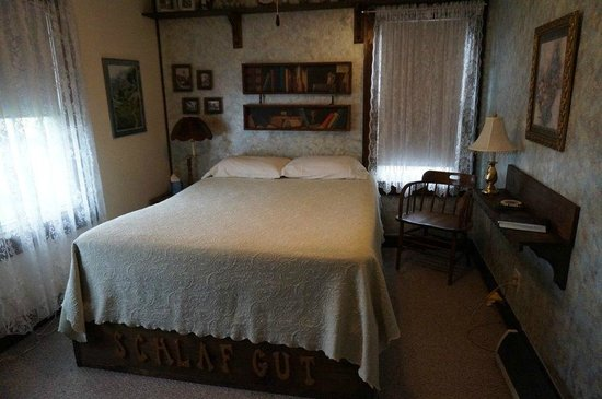 Renata's Bed and Breakfast: The German Room