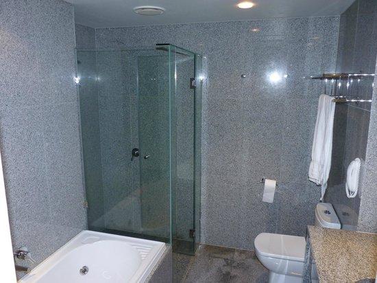 Mantra Tullamarine Hotel : Salle de bain Mantra Tullamarine