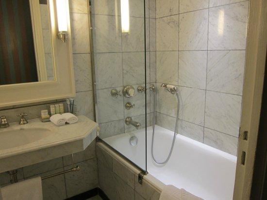 Le Dokhan's, a Tribute Portfolio Hotel: our bathroom