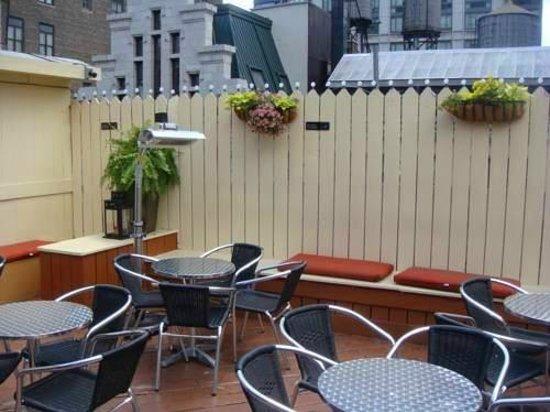 La Quinta Inn & Suites Manhattan: barzinho no ultimo andar