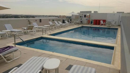 Premier Inn Dubai Investments Park Hotel: Bra pool.