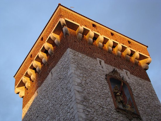 Senacki Hotel : The old town gate caught in sunlight