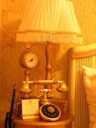 White House Hotel Istanbul: phone
