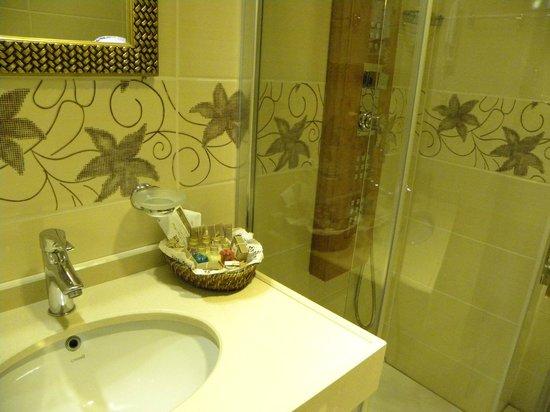 White House Hotel Istanbul: baño hasta con esponja!