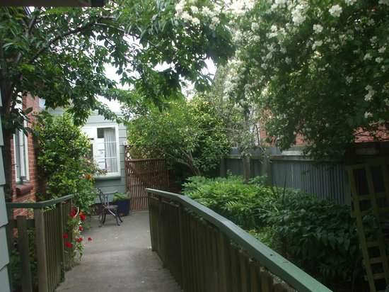 Elizabeth Court Guest House Bed & Breakfast : A Quiet spot in the Garden