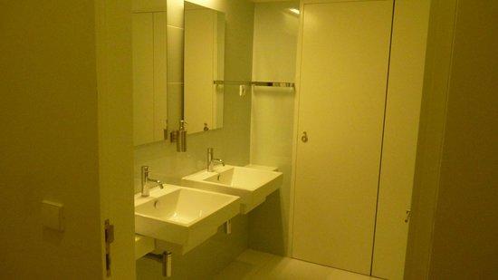 Porto Lounge Hostel & Guesthouse: Banheiro
