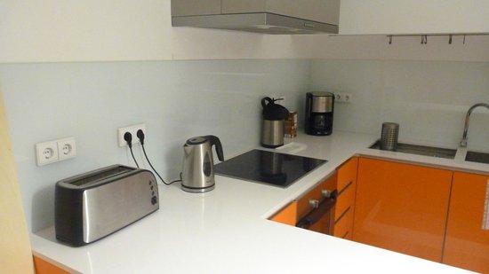 Porto Lounge Hostel & Guesthouse: Cozinha 2