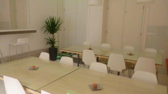 Porto Lounge Hostel & Guesthouse: Área de refeições