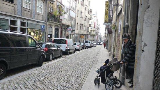 Porto Lounge Hostel & Guesthouse : Vista da rua