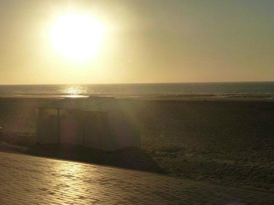 Hotel Lehouck : zonsondergang op strand