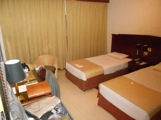 Admiral Plaza Hotel : Here's the first room -- two single beds; clean enough but not really very comfortable