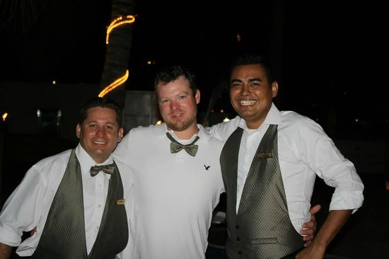 Plaza Pelicanos Club Beach Resort: The amazing staff and a wedding guest have a laugh.