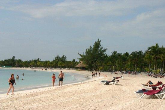 Barcelo Maya Caribe : Immense plage bien entretenue sur 1,5 km pour tout le complexe Barcelo