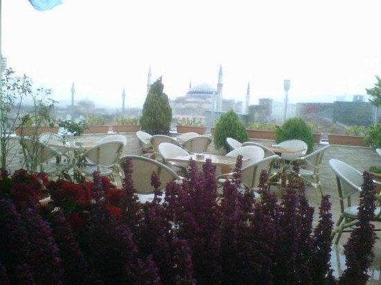 White House Hotel Istanbul: una mañana lluviosa