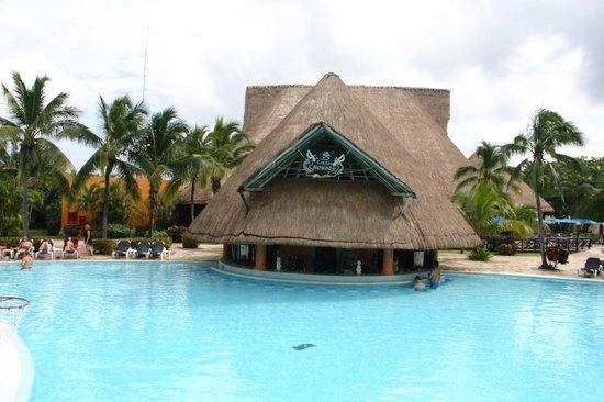 Barcelo Maya Caribe : Bar de piscine du Caribe