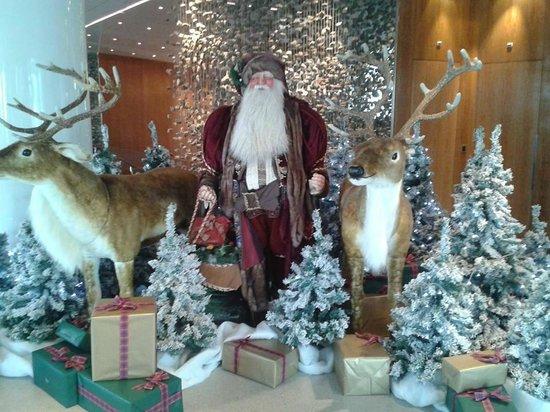 Hotel President Wilson: Santa at President hotel wilson