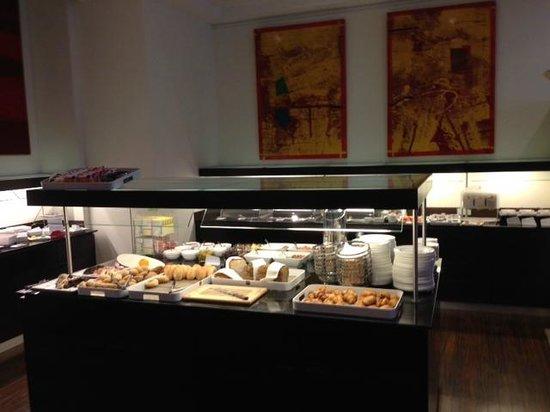 NH Berlin City West: Frühstücksbuffet
