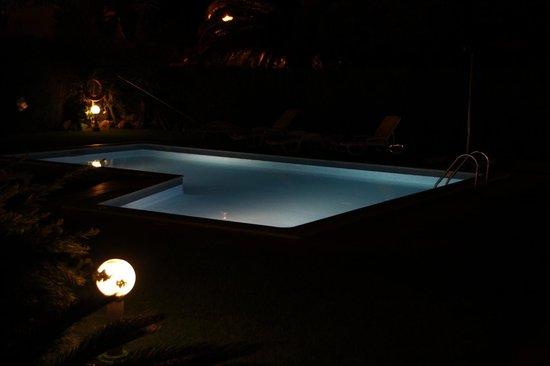 Canavial I & II Apartments: piscina desde la habitacion