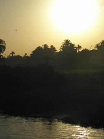 Egypt Guidelines Day Tours : Sunrise on the Nile