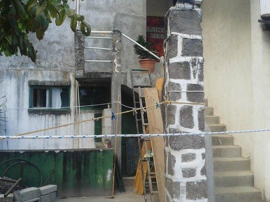 Eco Hotel Uxlabil Atitlan: Instalaciones descuidadas en pésimo estado