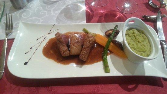 restaurant le lion d'or Lagnieu: Magret de canard et sa mousseline de haricot