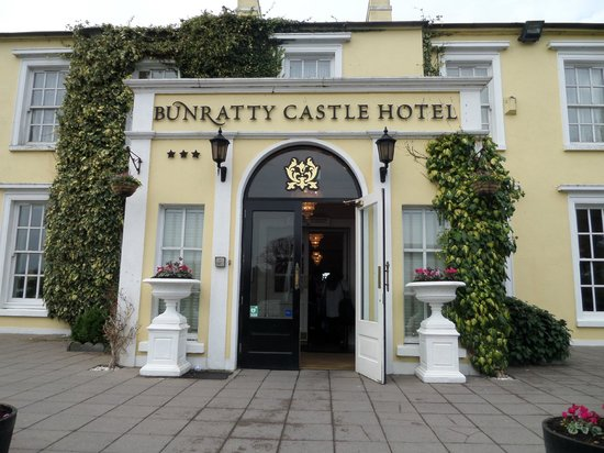 Bunratty Castle Hotel: Main entrance