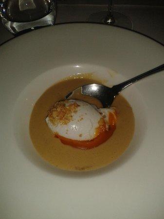 Hotel Mas Pau: Crema de calabaza con foie y huevo poché