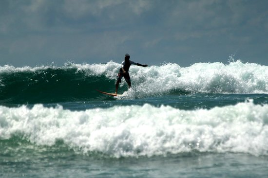 Peaks 'n Swells Surf Camp : playa hermosa
