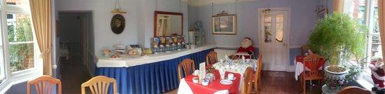 Villa Verde Gatwick: panoramic view of the breakfast room