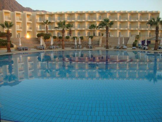 Sonesta Beach Resort & Casino: Piscina