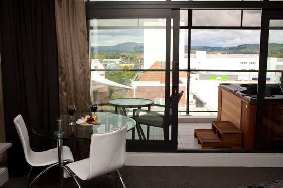 Quest Rotorua Central: Director's Suite Dining