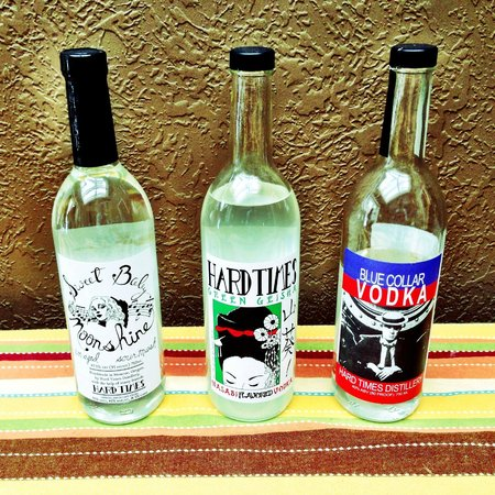Monroe, Oregón: Moonshine and Vodka