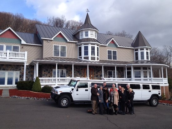 Harmony Manor Bed & Breakfast: Limo for special occasions