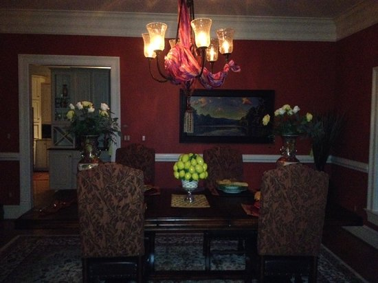 Harmony Manor Bed & Breakfast: Dining table