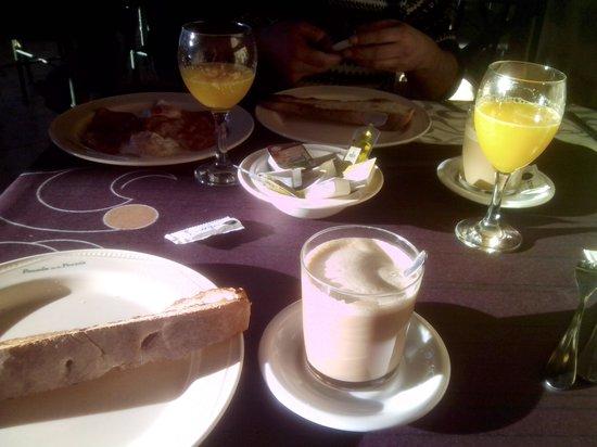 Camasobres, España: desayuno