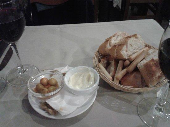 Taberna Restaurante Puerta de Terrer: Bienvenida