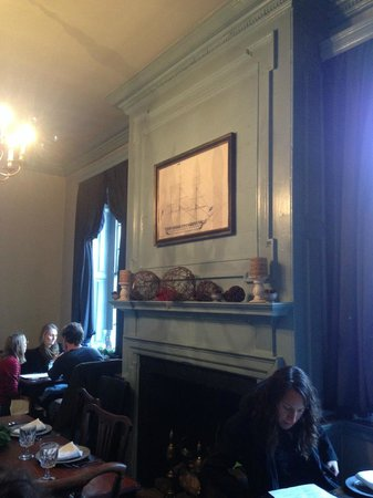 Gadsby's Tavern : The Dining Room - Shame no fire going. Cold that day