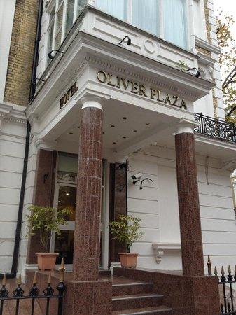 Oliver Plaza Hotel: External Entrance