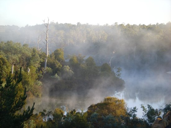 Blackstone Heights, Úc: Morning fog lifting on the South Esk River