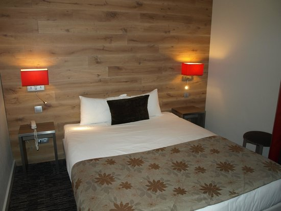 Hotel Turenne : Chambre moderne et confortable